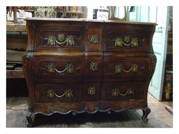 Avant restauration. Commode Louis XV